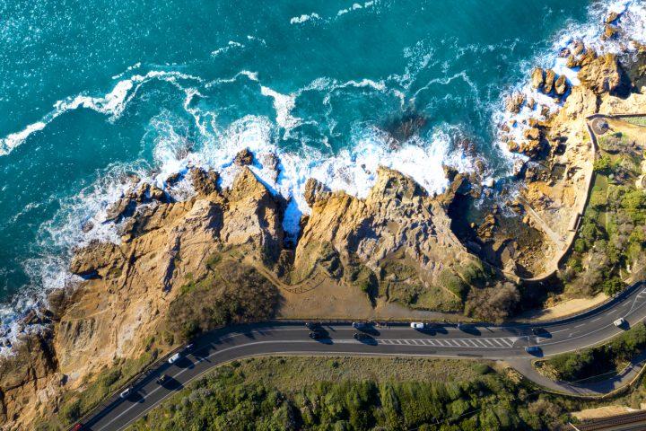 traffico automobili su costa di mare